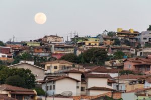 Lua Cheia nascendo em Capitólio MG