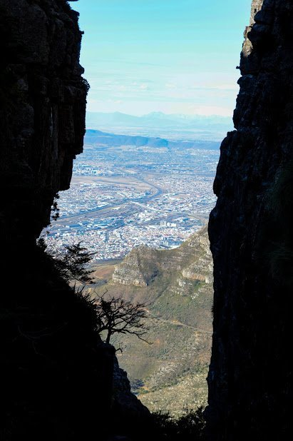 O caminho estrita um pouco mais na subida de Table Mountain