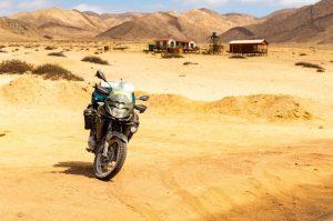 Voltando de moto pelo deserto