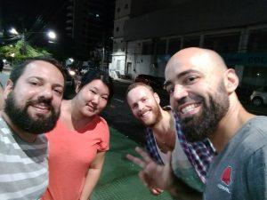 Amigos de Cachaça que Conheci no Hostel